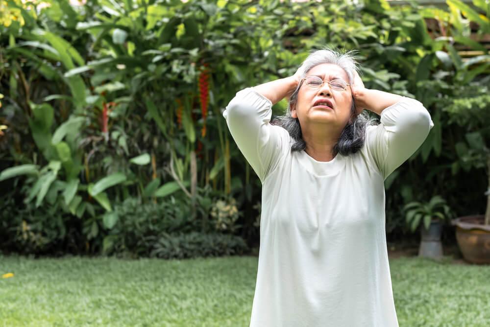 近所づきあいによる記憶力低下のストレス